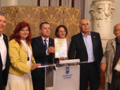 Tras la revista, el autor y la directora de CR, Eulogia Gutiérrez, junto a otros miembros de la directiva de ABJ y del Consejo de redacción