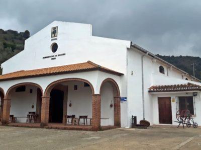 Edificio principal de la bodega, donde se realizan las tareas de almacenaje, embotellado y etiquetado del vino.